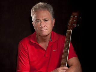 Voksen gitarist ønsker kontakt med andre musikere.